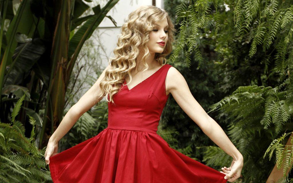 , История возникновения сарафана: красный сарафан как свадебное платье